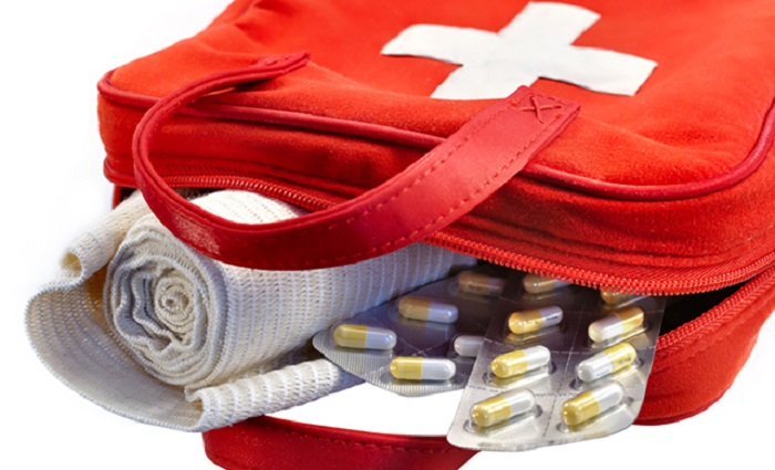 Không quên mang theo dụng cụ y tế