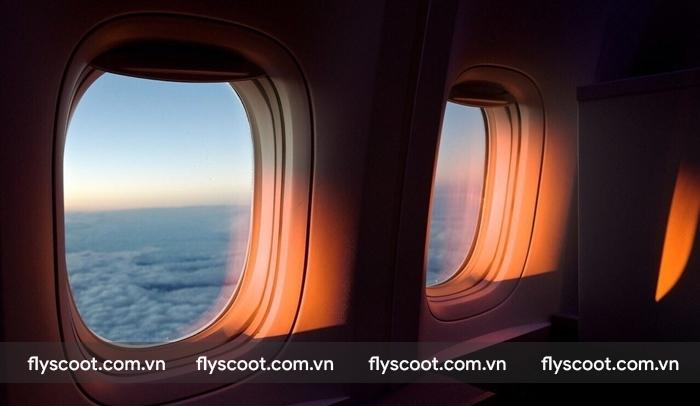 Kéo màn che cửa sổ cũng là cách giữ sức khỏe cho hành khách