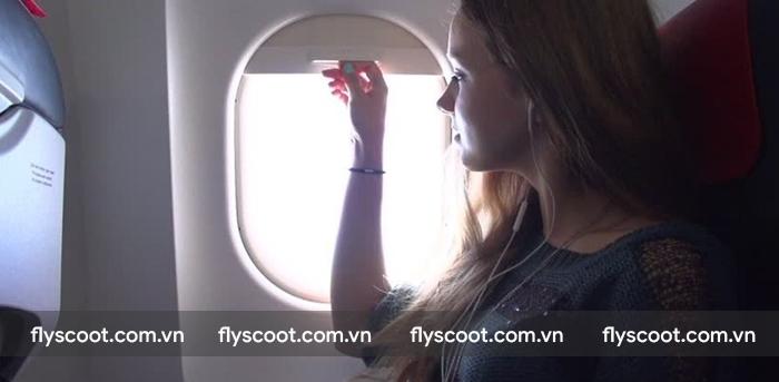 Kéo rèm cửa sổ khi máy bay cất, hạ cánh nhằm mục đích an toàn